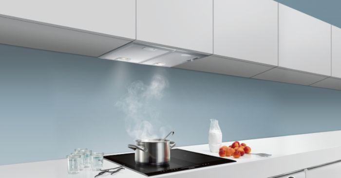 Không gian bếp thoáng đạt hơn nhờ máy hút mùi Bosch DHL755BL